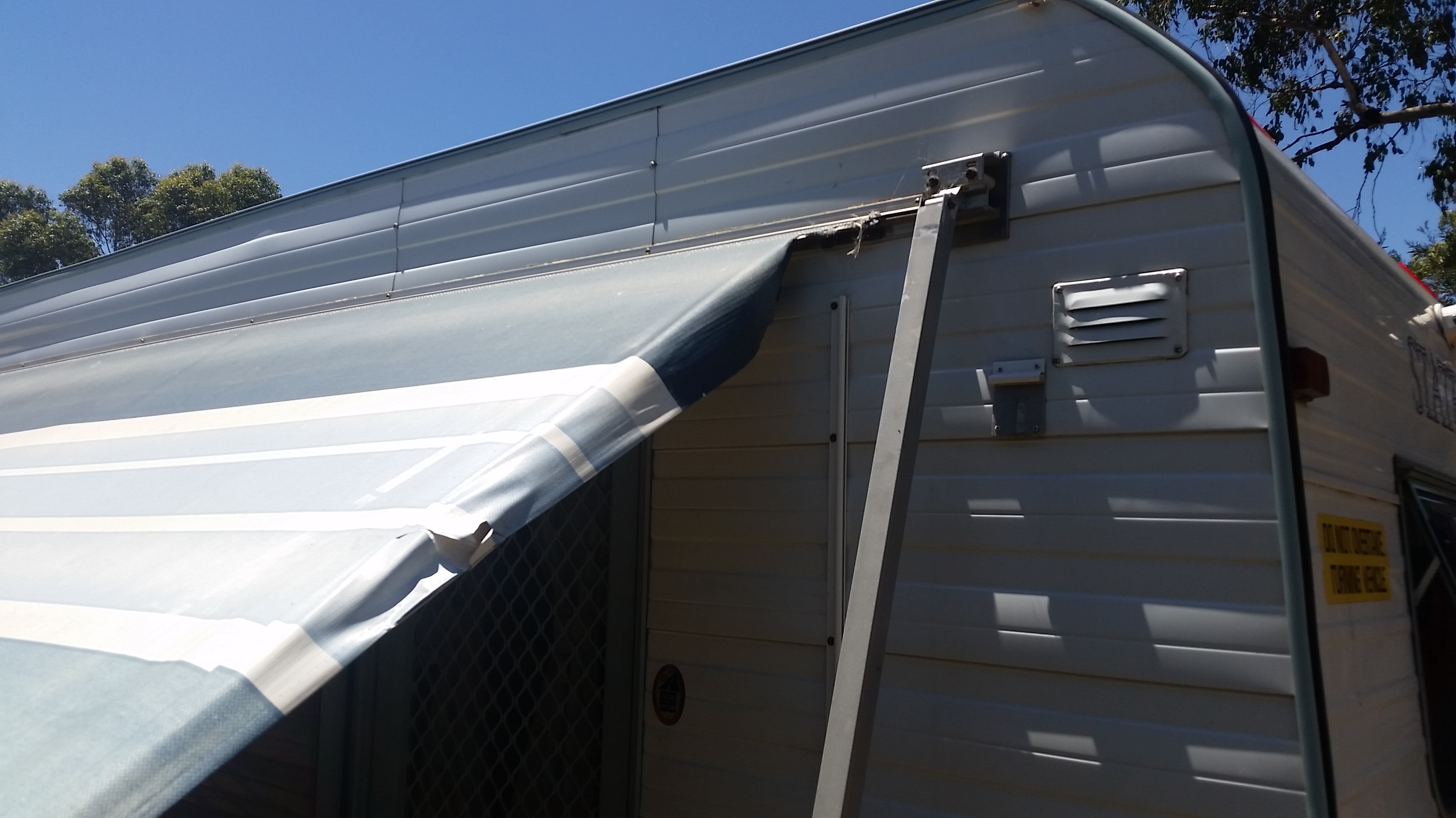 Rollout Awning Repair | Peninsula Caravan Services